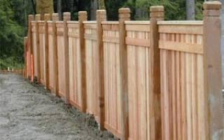Как правильно установить деревянные столбы для забора